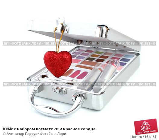 Кейс с набором косметики и красное сердце, фото № 161181, снято 25 июня 2007 г. (c) Александр Паррус / Фотобанк Лори