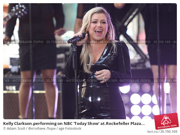 Kelly Clarkson.performing on NBC 'Today Show' at.Rockefeller Plaza... (2018 год). Редакционное фото, фотограф Adam Scull / age Fotostock / Фотобанк Лори