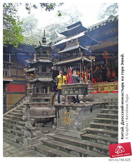 Китай. Даосский монастырь на горе Эмей., фото № 66025, снято 14 октября 2004 г. (c) GrayFox / Фотобанк Лори