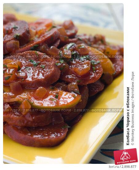 Купить «Колбаса Чоризо с яблоками», фото № 2898877, снято 27 сентября 2006 г. (c) Monkey Business Images / Фотобанк Лори