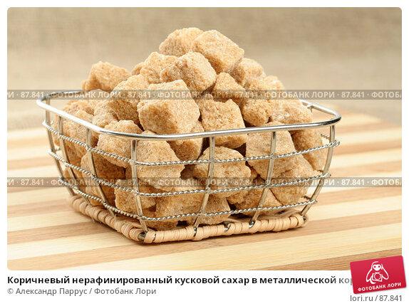 Коричневый нерафинированный кусковой сахар в металлической корзинке, фото № 87841, снято 14 сентября 2007 г. (c) Александр Паррус / Фотобанк Лори