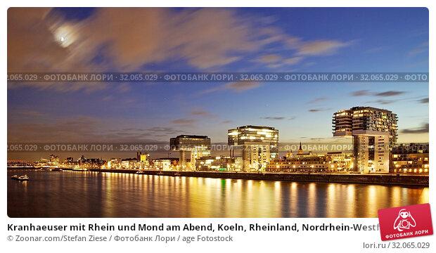 Kranhaeuser mit Rhein und Mond am Abend, Koeln, Rheinland, Nordrhein-Westfalen, Deutschland, Europa. Стоковое фото, фотограф Zoonar.com/Stefan Ziese / age Fotostock / Фотобанк Лори