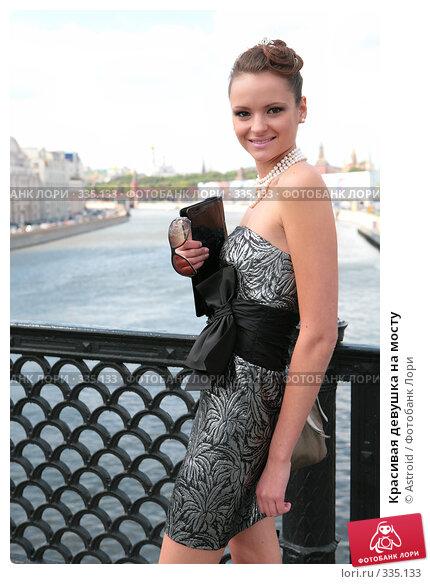 Красивая девушка на мосту, фото № 335133, снято 23 июня 2008 г. (c) Astroid / Фотобанк Лори