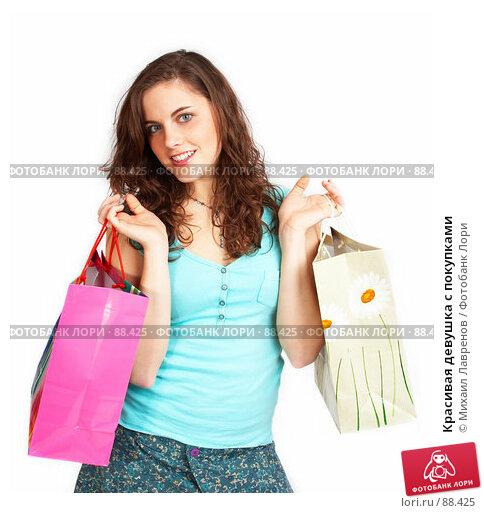 Красивая девушка с покупками, фото № 88425, снято 1 апреля 2007 г. (c) Михаил Лавренов / Фотобанк Лори