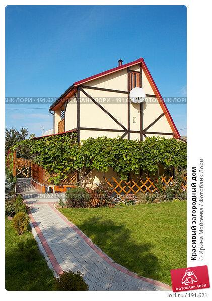 Красивый загородный дом, фото № 191621, снято 26 сентября 2007 г. (c) Ирина Мойсеева / Фотобанк Лори