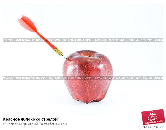 Красное яблоко со стрелой, фото № 169729, снято 8 января 2008 г. (c) Баевский Дмитрий / Фотобанк Лори