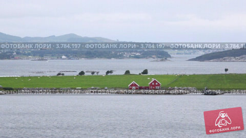 Красные дома на берегу залива Stavanger, видеоролик № 3784197, снято 20 июля 2012 г. (c) Losevsky Pavel / Фотобанк Лори