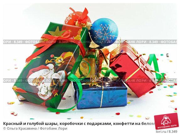 Купить «Красный и голубой шары, коробочки с подарками, конфетти на белом», фото № 8349, снято 3 сентября 2006 г. (c) Ольга Красавина / Фотобанк Лори