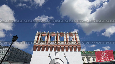 Купить «Kutafya Tower against the sky. Inside of Moscow Kremlin, Russia (day)», видеоролик № 30314041, снято 15 марта 2019 г. (c) Владимир Журавлев / Фотобанк Лори