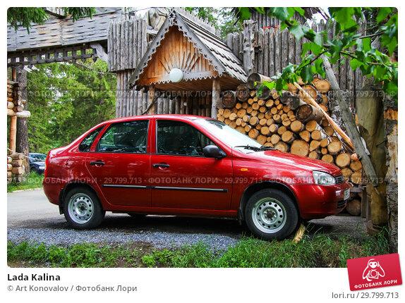 Купить «Lada Kalina», фото № 29799713, снято 12 июня 2012 г. (c) Art Konovalov / Фотобанк Лори