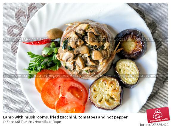 Купить «Lamb with mushrooms, fried zucchini, tomatoes and hot pepper», фото № 27386429, снято 22 апреля 2017 г. (c) Евгений Ткачёв / Фотобанк Лори