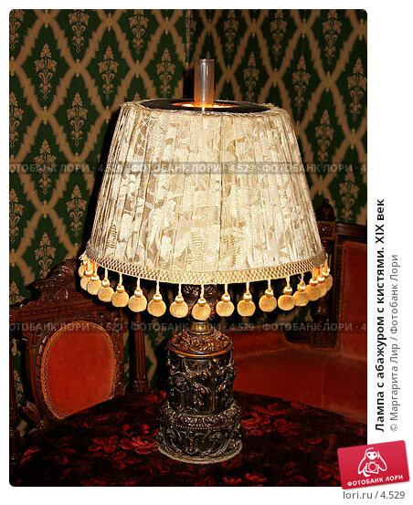 Лампа с абажуром с кистями. XIX век, фото № 4529, снято 30 марта 2017 г. (c) Маргарита Лир / Фотобанк Лори