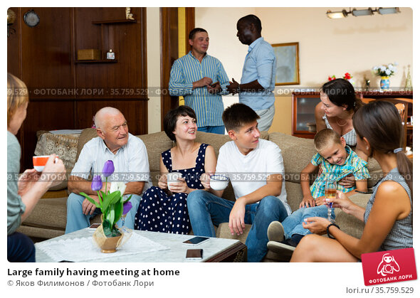 Large family having meeting at home. Стоковое фото, фотограф Яков Филимонов / Фотобанк Лори