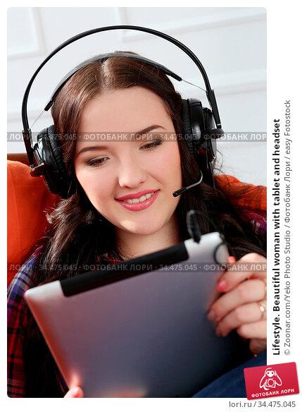 Lifestyle. Beautiful woman with tablet and headset. Стоковое фото, фотограф Zoonar.com/Yeko Photo Studio / easy Fotostock / Фотобанк Лори