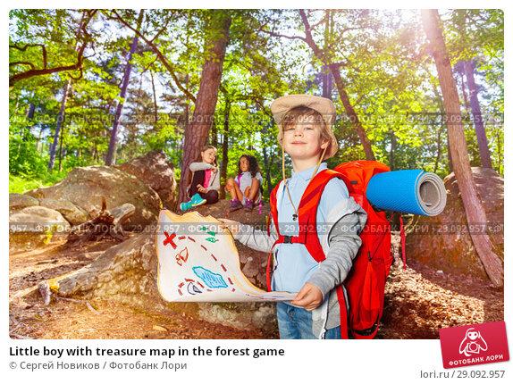 Купить «Little boy with treasure map in the forest game», фото № 29092957, снято 21 мая 2018 г. (c) Сергей Новиков / Фотобанк Лори