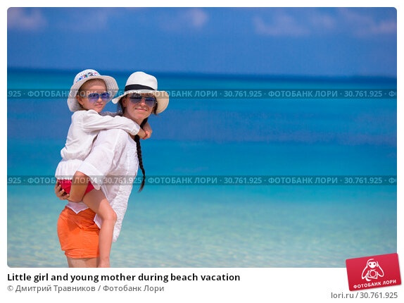 Купить «Little girl and young mother during beach vacation», фото № 30761925, снято 30 марта 2015 г. (c) Дмитрий Травников / Фотобанк Лори