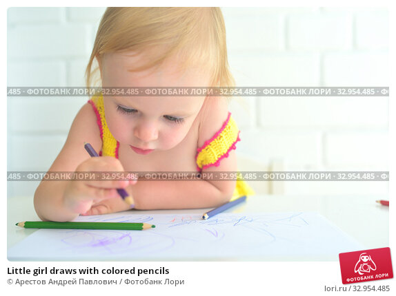 Little girl draws with colored pencils. Стоковое фото, фотограф Арестов Андрей Павлович / Фотобанк Лори