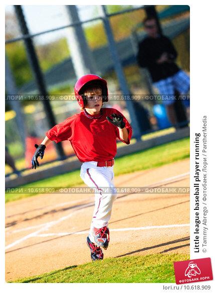 Little league baseball player running. Стоковое фото, фотограф Tammy Abrego / PantherMedia / Фотобанк Лори