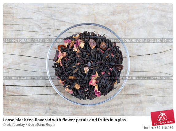 Купить «Loose black tea flavored with flower petals and fruits in a glas», фото № 32110169, снято 23 августа 2019 г. (c) ok_fotoday / Фотобанк Лори