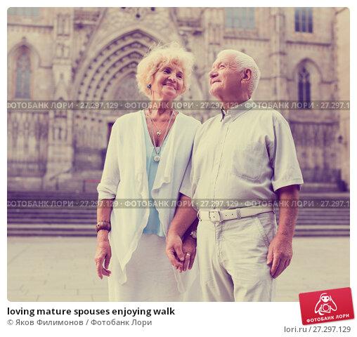 Купить «loving mature spouses enjoying walk», фото № 27297129, снято 27 августа 2017 г. (c) Яков Филимонов / Фотобанк Лори