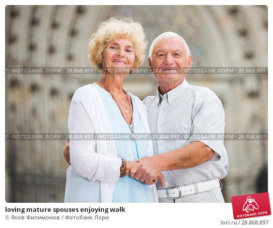 Купить «loving mature spouses enjoying walk», фото № 28868897, снято 22 октября 2018 г. (c) Яков Филимонов / Фотобанк Лори