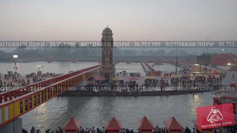 Maha Kumbh Haridwar 2021 pilgrims at Ganges river bank .Appleprores 422 60p Cinetone. Стоковое видео, видеограф Devendra Rawat / Фотобанк Лори