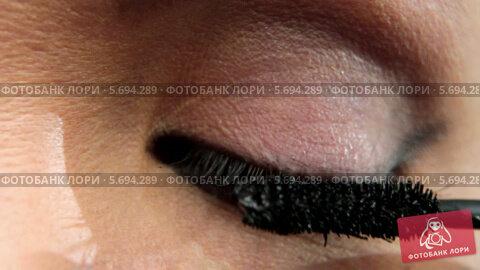 Купить «Макияж глаза», видеоролик № 5694289, снято 10 февраля 2014 г. (c) Иван Артемов / Фотобанк Лори