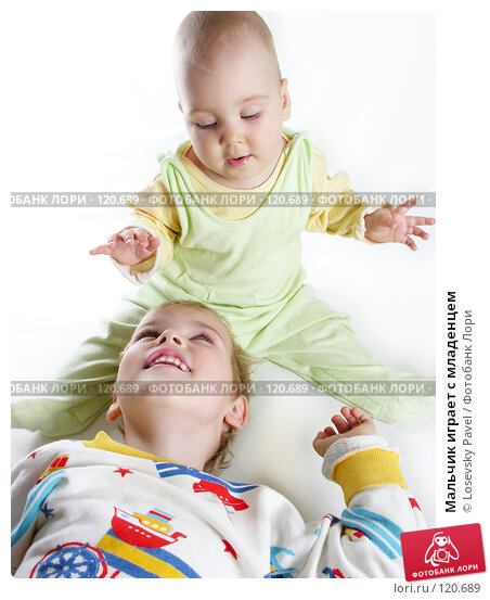 Купить «Мальчик играет с младенцем», фото № 120689, снято 11 сентября 2005 г. (c) Losevsky Pavel / Фотобанк Лори