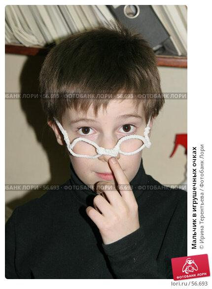 Мальчик в игрушечных очках, эксклюзивное фото № 56693, снято 13 января 2007 г. (c) Ирина Терентьева / Фотобанк Лори