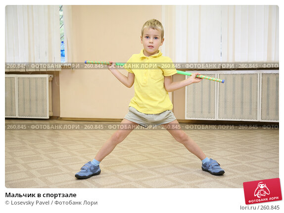 Мальчик в спортзале, фото № 260845, снято 23 марта 2017 г. (c) Losevsky Pavel / Фотобанк Лори