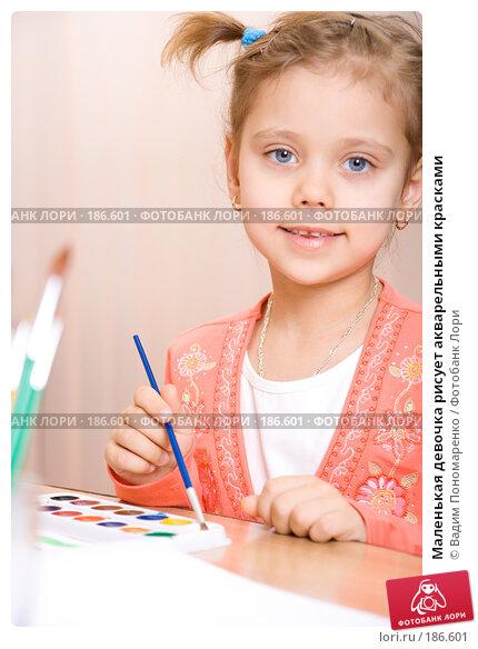 Маленькая девочка рисует акварельными красками, фото № 186601, снято 19 января 2008 г. (c) Вадим Пономаренко / Фотобанк Лори
