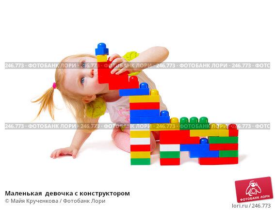 Маленькая  девочка с конструктором, фото № 246773, снято 29 марта 2008 г. (c) Майя Крученкова / Фотобанк Лори