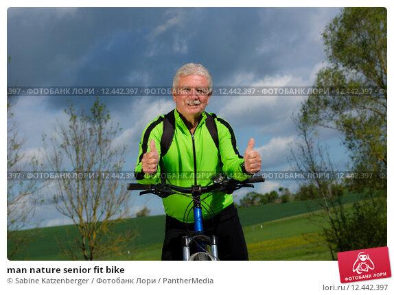 Купить «man nature senior fit bike», фото № 12442397, снято 22 февраля 2019 г. (c) PantherMedia / Фотобанк Лори