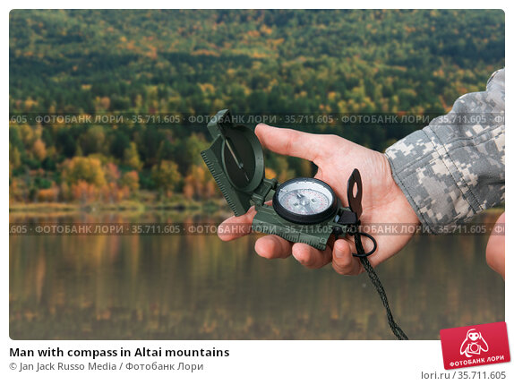 Man with compass in Altai mountains. Стоковое фото, фотограф Jan Jack Russo Media / Фотобанк Лори