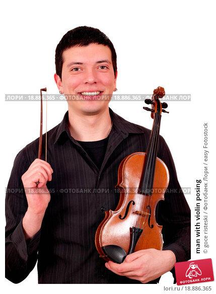 Купить «man with violin posing», фото № 18886365, снято 20 января 2020 г. (c) easy Fotostock / Фотобанк Лори