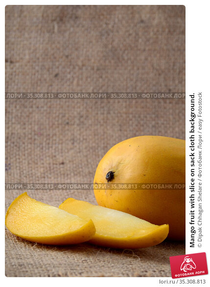 Mango fruit with slice on sack cloth background. Стоковое фото, фотограф Dipak Chhagan Shelare / easy Fotostock / Фотобанк Лори