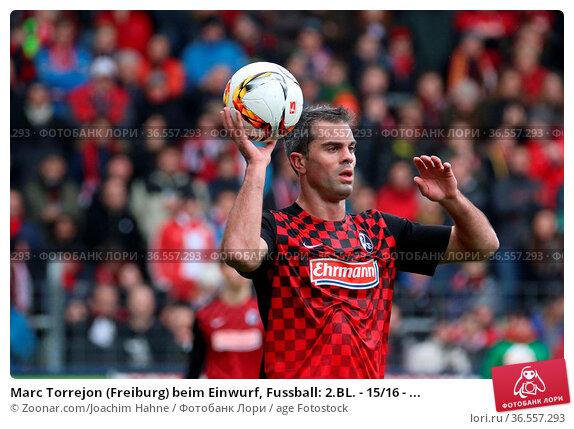 Marc Torrejon (Freiburg) beim Einwurf, Fussball: 2.BL. - 15/16 - ... Стоковое фото, фотограф Zoonar.com/Joachim Hahne / age Fotostock / Фотобанк Лори