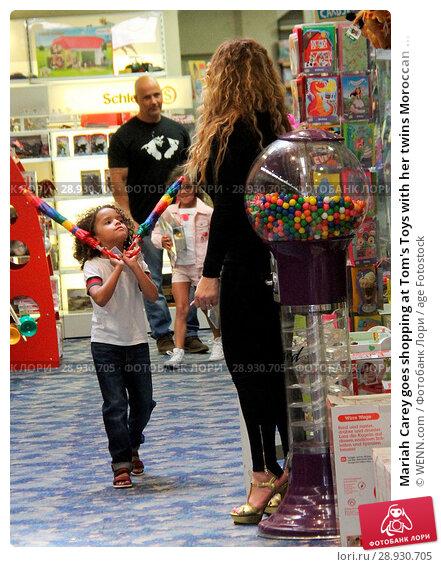 Купить «Mariah Carey goes shopping at Tom's Toys with her twins Moroccan and Monroe Featuring: Mariah Carey, Moroccan Scott Cannon Where: Beverly Hills, California...», фото № 28930705, снято 18 апреля 2017 г. (c) age Fotostock / Фотобанк Лори