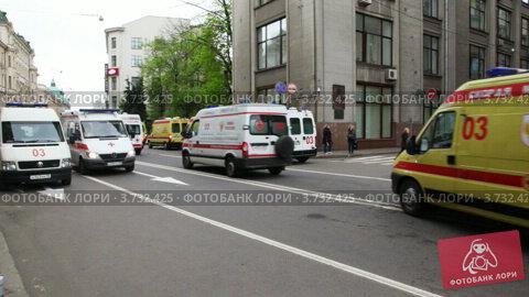 Машины скорой помощи (2011 год). Редакционное видео, видеограф Losevsky Pavel / Фотобанк Лори