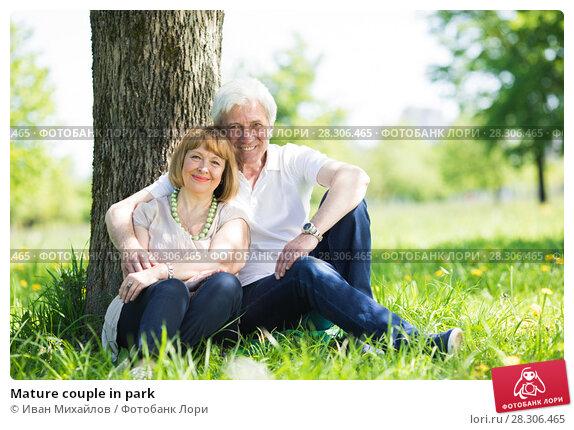 Купить «Mature couple in park», фото № 28306465, снято 7 июня 2017 г. (c) Иван Михайлов / Фотобанк Лори