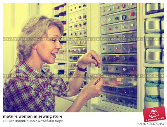 Купить «mature woman in sewing store», фото № 25609437, снято 27 мая 2019 г. (c) Яков Филимонов / Фотобанк Лори
