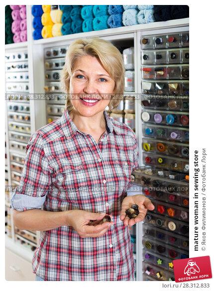 Купить «mature woman in sewing store», фото № 28312833, снято 27 мая 2019 г. (c) Яков Филимонов / Фотобанк Лори
