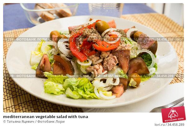 mediterranean vegetable salad with tuna. Стоковое фото, фотограф Татьяна Яцевич / Фотобанк Лори