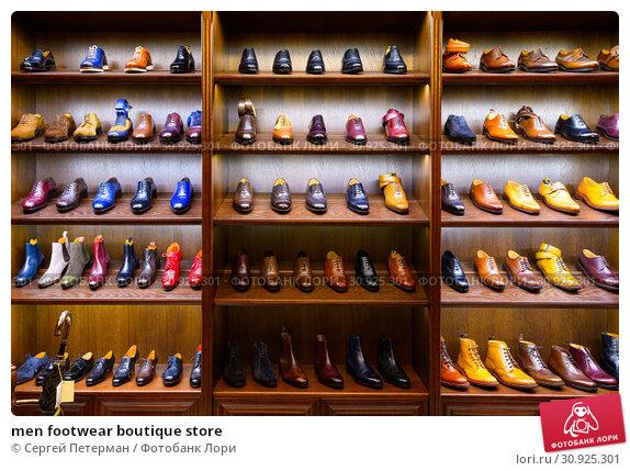 Купить «men footwear boutique store», фото № 30925301, снято 25 июня 2019 г. (c) Сергей Петерман / Фотобанк Лори