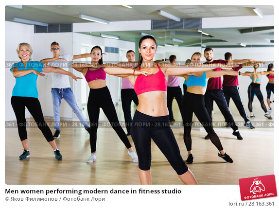 Купить «Men women performing modern dance in fitness studio», фото № 28163361, снято 9 октября 2017 г. (c) Яков Филимонов / Фотобанк Лори