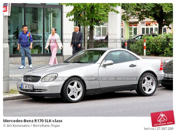 Купить «Mercedes-Benz R170 SLK-class», фото № 27387209, снято 12 сентября 2013 г. (c) Art Konovalov / Фотобанк Лори