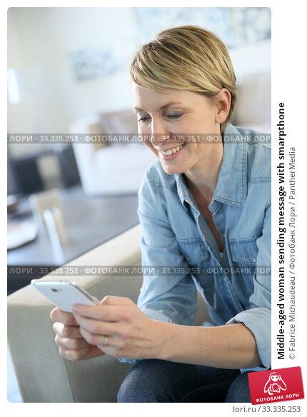 Купить «Middle-aged woman sending message with smarpthone», фото № 33335253, снято 5 июля 2020 г. (c) PantherMedia / Фотобанк Лори