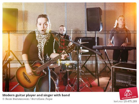 Купить «Modern guitar player and singer with band», фото № 29475289, снято 26 октября 2018 г. (c) Яков Филимонов / Фотобанк Лори