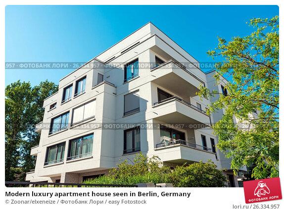 Modern luxury apartment house seen in Berlin, Germany, фото № 26334957, снято 28 июля 2017 г. (c) easy Fotostock / Фотобанк Лори