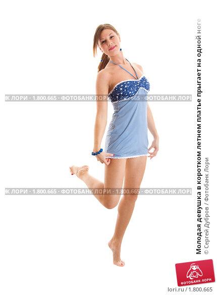 0e201c64aa9 Купить «Молодая девушка в коротком летнем платье прыгает на одной ноге»